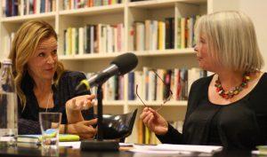 Dagmar Taylor und Sabine Zaplin. Foto: Jan-Eike Hornauer