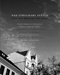 »Nad Střechami Světlo | Über den Dächern das Licht« von Klára Hůrková (Hrsg.)