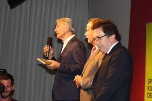 Literaturhaus-Chef Reinhard G. Wittmann eröffnet den Abend. Neben ihm (v. l.): Klaus-Dieter Lehmann (Präsident Goethe-Institut) und Àlex Susanna (Direktor Institut Ramon Llull). Foto: Jan-Eike Hornauer