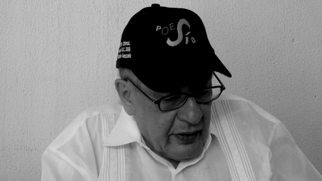 """José Emilio Pacheco beim Internationalen Poesiefestival im venezolanischen Valencia, das von der Lyrikzeitschrift """"POESÍA"""" und der Universität Carabobo organisiert wird. (Foto: Enrique Hernández-D'Jesús)"""