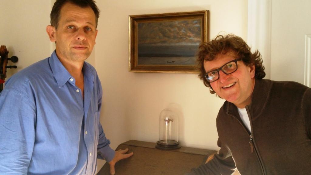 Christoph Fikenscher und Anton G. Leitner mit der Preisskulptur zum Lyrikstier 2016