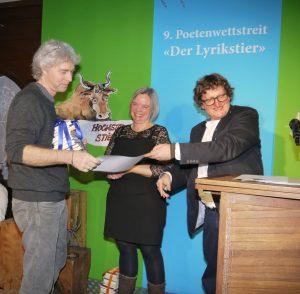 Reinhard Giebelhausen nimmt den Publikumspreis (2. Platz) entgegen. Foto: Michèle Kirner-Bernoulli