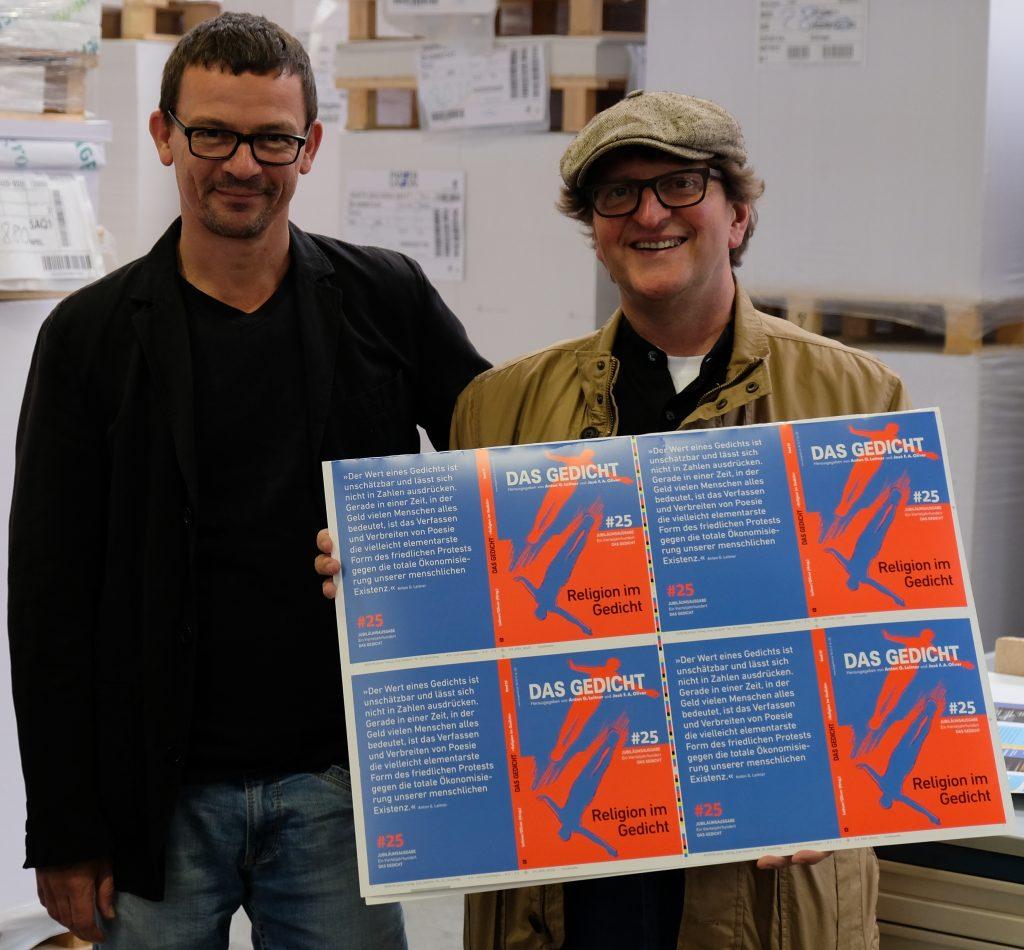 Peter Boerboom und Anton G. Leitner beim Umschlagandruck von DAS GEDICHT 25 in Deiningen. Foto: DAS GEDICHT