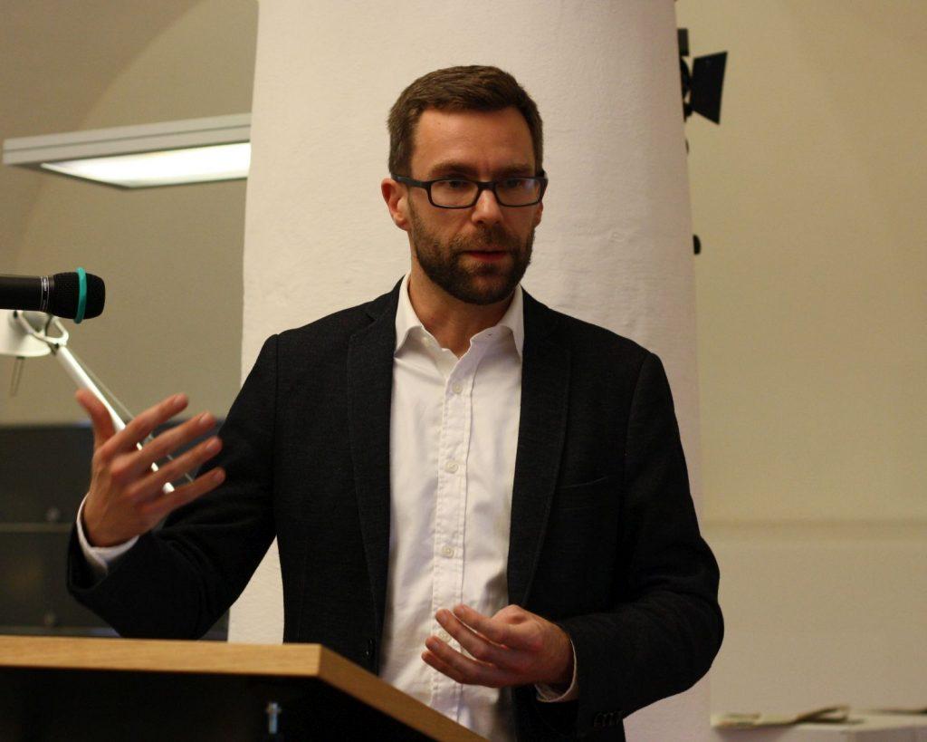 Christophe Frickers Impulsvortrag zur orientierenden Dichtung löste lebhafte Debatten aus. Foto: Jan-Eike Hornauer
