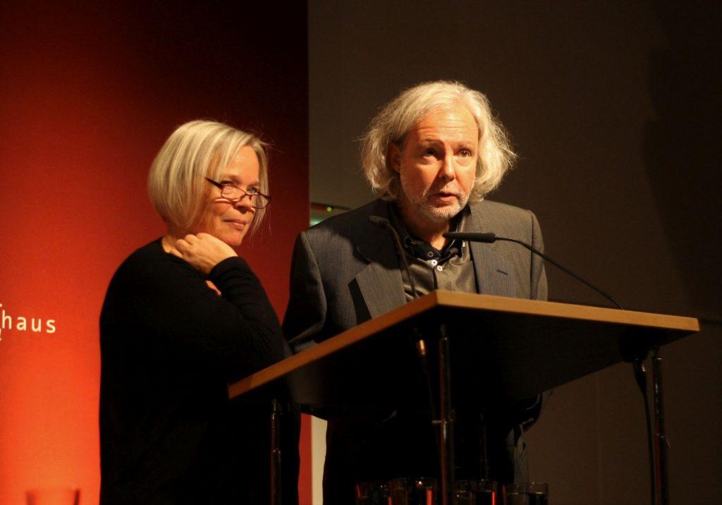 Führten durch den Abend: Sabine Zaplin und Nicola Bardola. Foto: Jan-Eike Hornauer
