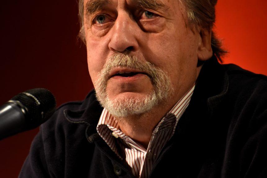 Erich Jooß (1946–2017) bei seinem letzten öffentlichen Auftritt anlässlich der Premierenlesung »25 Jahre DAS GEDICHT« am 25.10.2017 im Literaturhaus München. Foto: Volker Derlath, München
