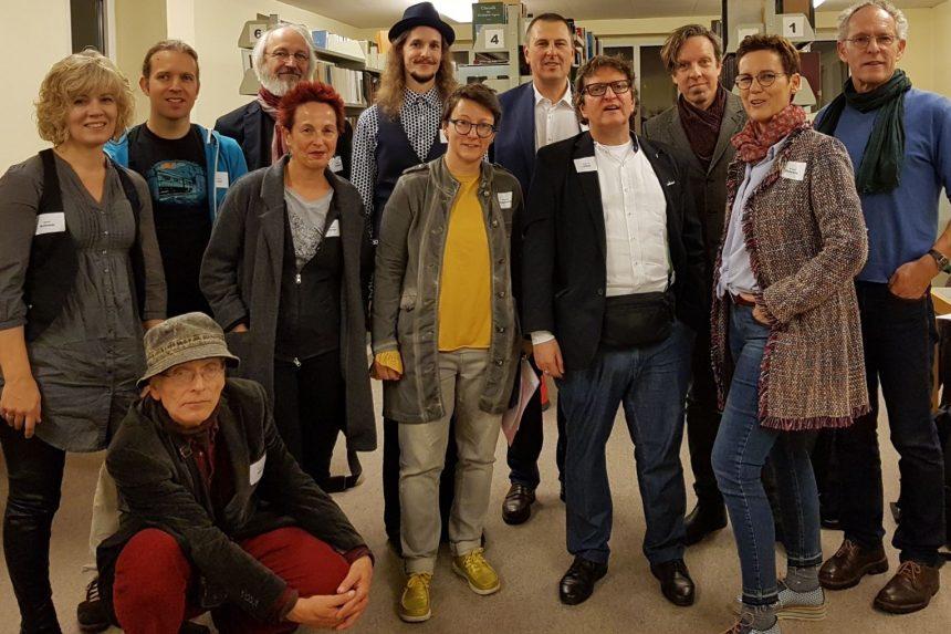 Schleswig Kulturstiftung: 25 Jahre Das Gedicht. Poetenfoto vor dem Start. Foto: Das Gedicht