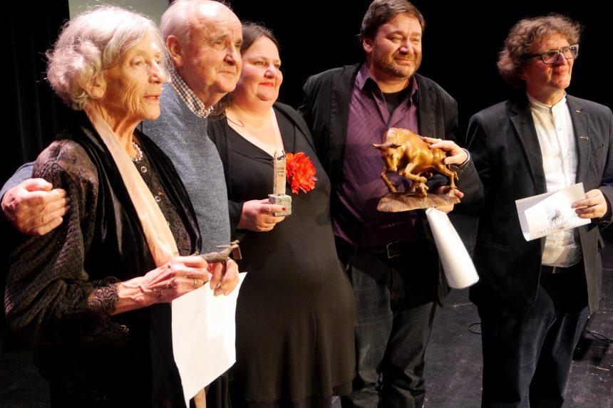 Gruppenbild: Vier Lyrikstier-Preisträger mit Mentor Anton G. Leitner. Foto: Werner Gruban - Theaterforum Gauting e.V.