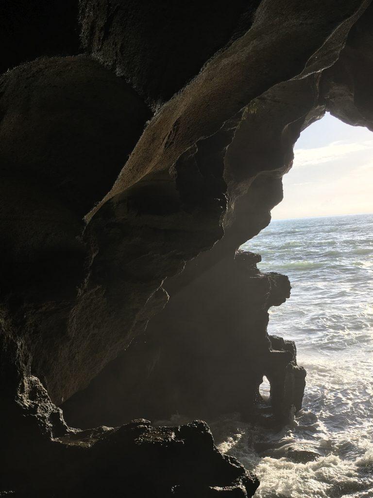 Meerseitiger Eingang in die phönizische Grotte bei Tanger, auch Höhle des Herkules (Herakles) genannt (Foto Tobias Burghardt)