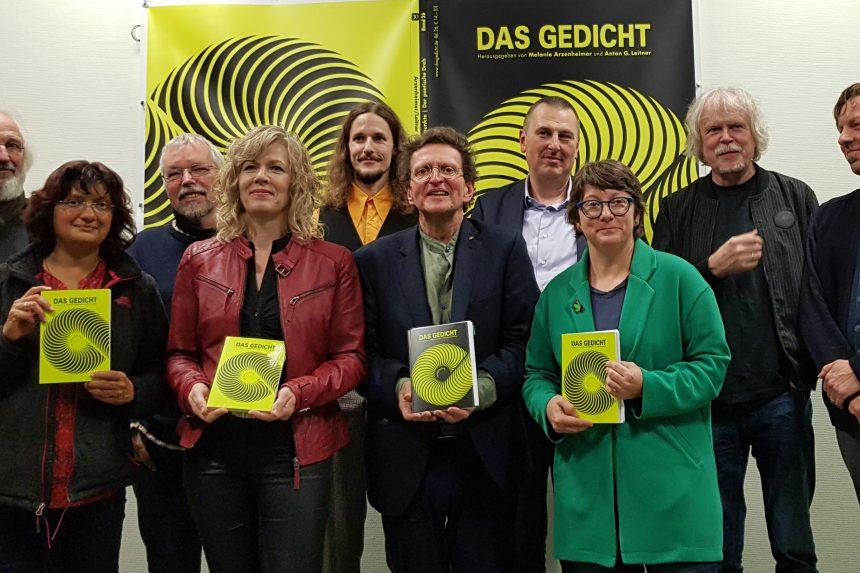 DAS GEDICHT 26-Premiere in Schleswig: Gruppenfoto der Poetinnen und Poeten. Foto: DAS GEDICHT