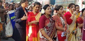 Studentinnen beim Sylvester-Friedensmarsch durch Kolkata