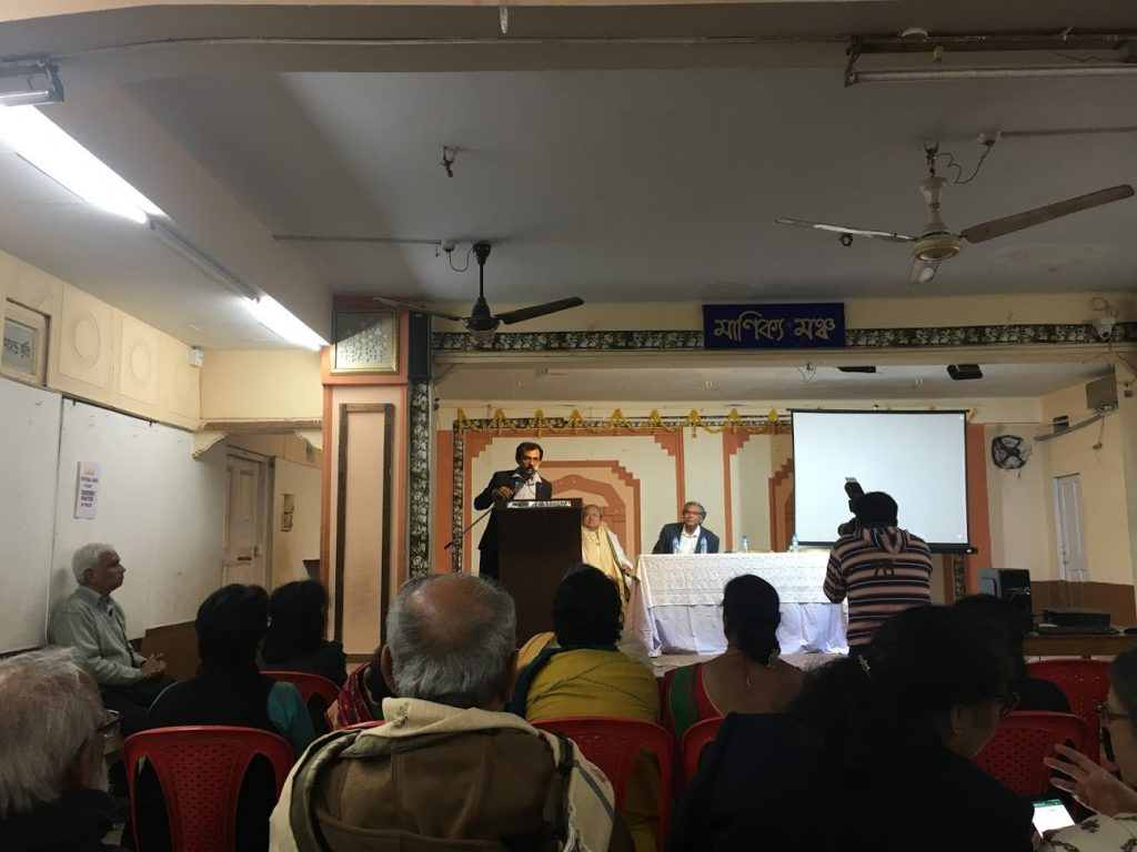 Der bengalische Dichter Sudipto Chatterjee beim Festivalabschluss im Gandhi Seva Sangha von Kolkata